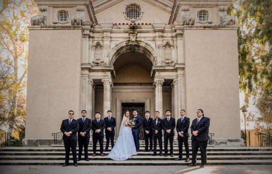 Fotos de los novios en la iglesia by Paty de Leon Photography